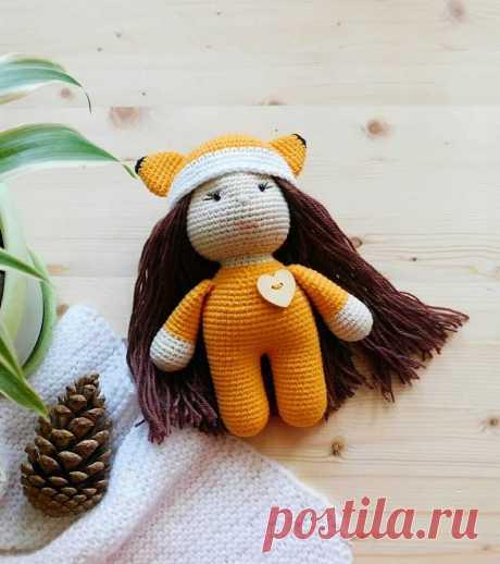 Кукла в костюме лисички крючком