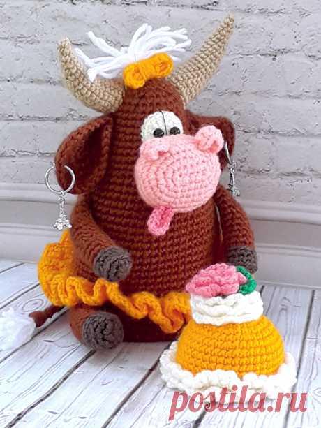 """PDF Коровка """"Сластёна"""" крючком. FREE crochet pattern; Аmigurumi animal patterns. Амигуруми схемы и описания на русском. Вязаные игрушки и поделки своими руками #amimore - корова, маленькая коровка, телёнок, бык, бычок."""