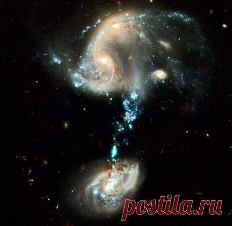 Загадочное взаимодействие галактик Уникальное фото взаимодействия галактик (Хаббл)  Опубликовано 21 апреля 2009г.      Учеными астрофизиками разных стран проводятся работы в рамках программы СЕТИ – поиске Внеземного Разума. До сих пор они не увенчались успехом. Как известно, с помощью самых сверхсовременных астрономических