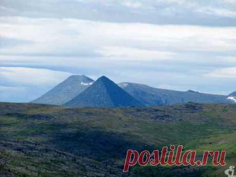 Черная пирамида в Пермском крае Есть отдаленный район Северного Урала, называемый Малый Чендер. Это самый север Пермского края. Там есть гора Черная пирамида.