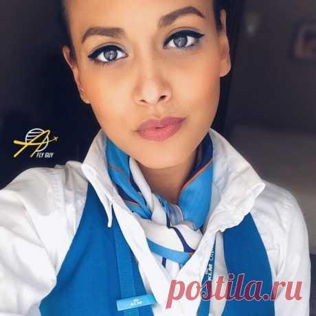 Самые красивые стюардессы, стюарды и пилоты (25 фото) - Interesno.club