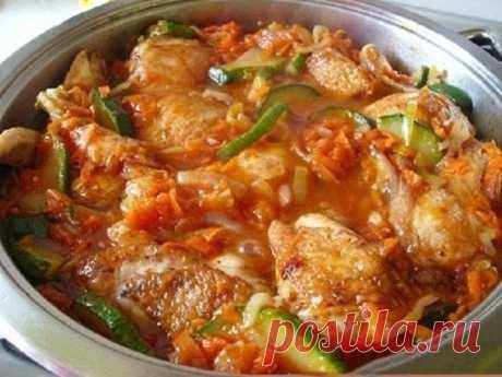 Ароматная курица с кабачками в соусе
