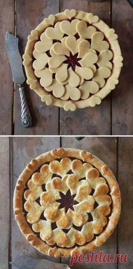 Замысловатые пироги до и после выпекания, которые слишком красивы, чтобы их съесть. Все мы так устроены, что сначала готовы съесть что-то глазами, а уже потом попробовать на вкус. Известно, что по одёжке встречают. Так почему бы не поэкспериментировать с одёжкой для своих домашних пи…