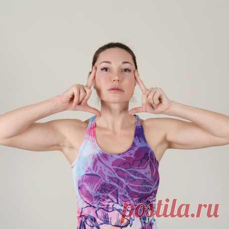 Как убрать брыли и подтянуть овал лица за 10 минут: три упражнения от Екатерины Медушкиной