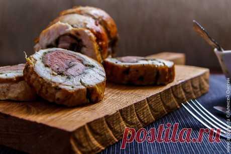 Рулет из индейки Рулет из индейки - это несложное, симпатичное на вид, вкусное, сочное и при этом полезное блюдо, которое будет уместно и на праздничном, и на повседневном столе.