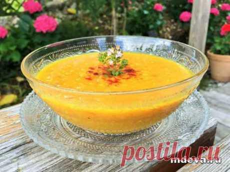 Суп из нута Вегетарианский суп из нута: приготовление Разогреть духовку до 220С. Добавить кубики моркови в миску и смешать с 1 ст. л. оливкового масла, паприкой и солью.