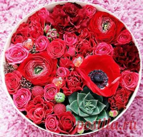 Необычные цветы и конфеты как идея подарка на 14 февраля