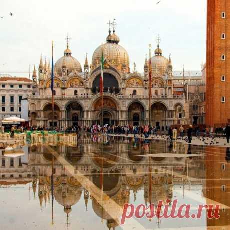 Отражение площади Сан-Марко в Венеции