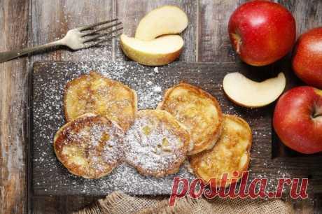 Творожно-яблочные оладьи — Sloosh – кулинарные рецепты