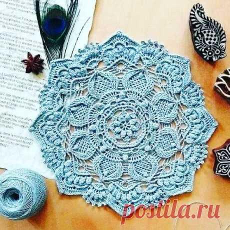 Обалденная салфетка крючком  Куча моделей со схемами и описанием на сайте красивое-вязание.рф