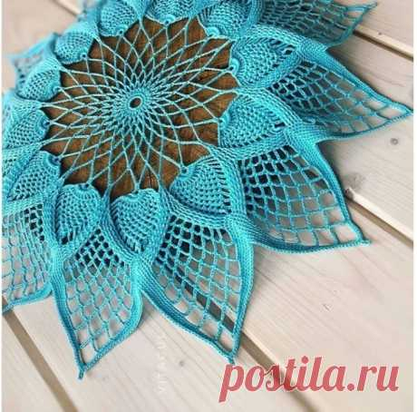Оригинальная салфетка крючком. Схема. / knittingideas.ru