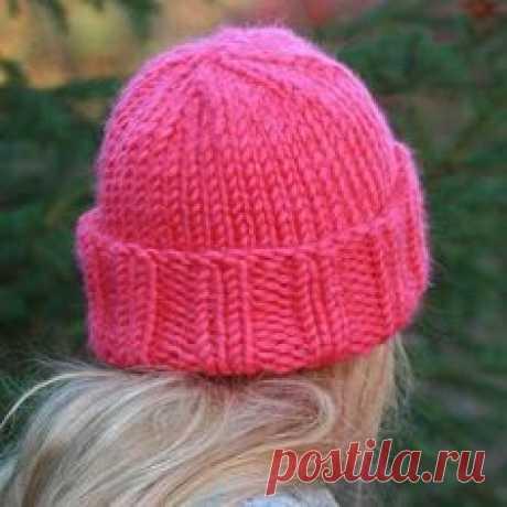 простые шапки с отворотом вязаные спицами женские