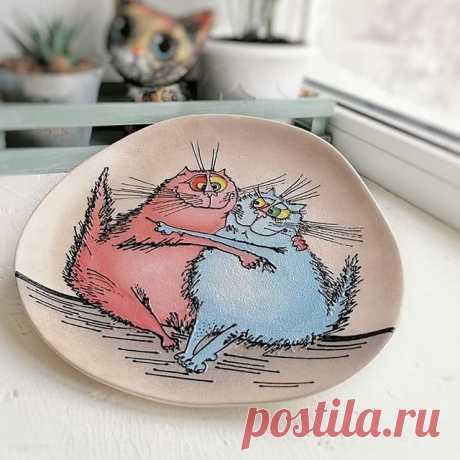 Забавные иллюстрации на тарелках: ручная работа 🙌🏻 от @dada_bada