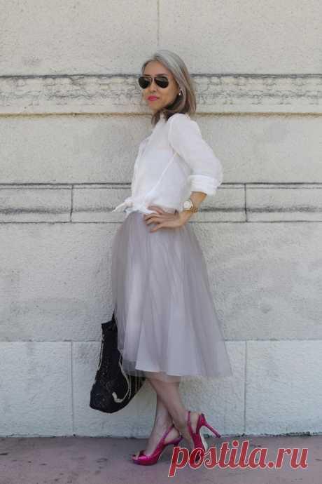 Модные бабушки и дедушки: 35 стильных образов Признаюсь честно, ужасно не люблю понятие «возрастная мода», даже не само понятие, а то, что часто в него вкладывают смысл «старушечье барахло». А ведь мир не стоит на месте, все больше ярких личносте…