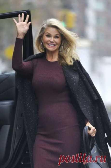 Не всегда модна, но всегда шикарна в свои 65: что носит Кристи Бринкли? | Офигенная