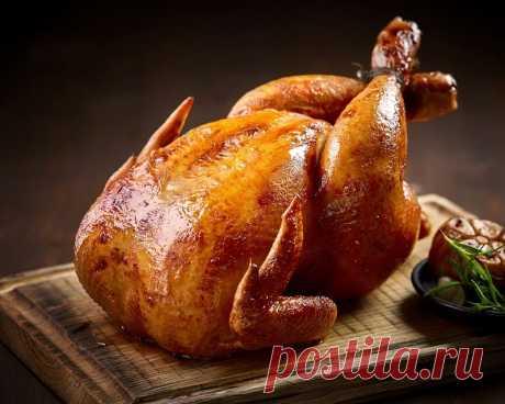 Сочная курица в духовке. Лайфхак, который сохранит сок в мясе. Курицу нужно будет вымочить в солевом растворе. Этот простой трюк сохранит сок внутри тушки, и не позволит курице получиться сухой.