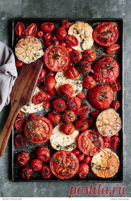 Зимние томаты, запеченные с чесноком и фетой – Woman Delice