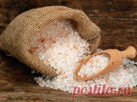 Четверговая соль: как готовить ипользоваться Четверговая соль— специя экзотическая инеобычная. Принято считать, что она обладает целительной силой иопределенными защитными свойствами.