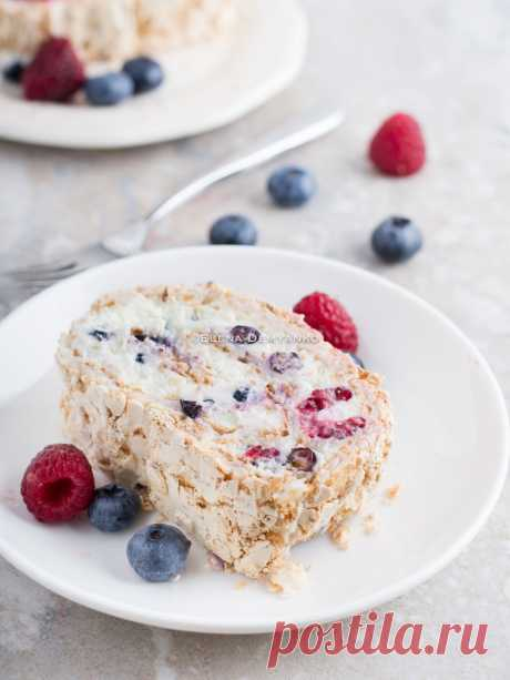 Elena Demyanko: Merengovy roll with mascarpone and berries \/ Berry Meringue Roulade