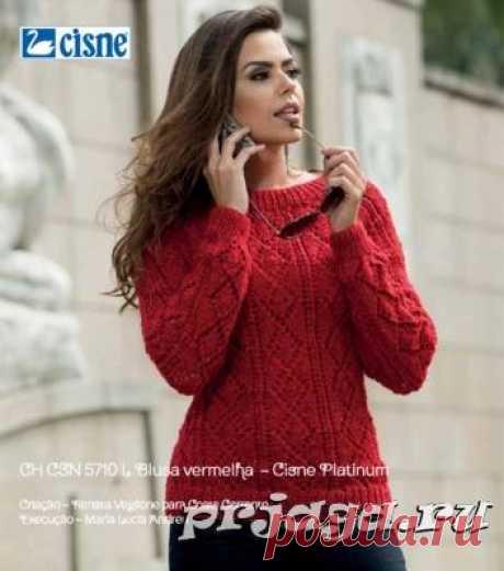 Красный пуловер спицами ажурными ромбами