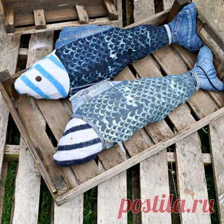 Как сделать забавную подкладку из джинсовой рыбы - Pillar Box Blue