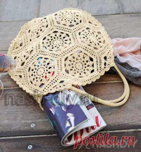 Винтажная вязаная сумка кручком Винтажная вязаная сумка кручкомНебольшая ажурная сумочка в винтажном стиле собрана из треугольных и шестиугольных мотивов, связанных крючком.РАЗМЕРПримерно 35 см в диаметреВАМ ПОТРЕБУЕТСЯПряжа (100% хлопка, 565 м/100 г) 200 г белой; крючок № 1,75. УЗОРЫ И СХЕМЫШЕСТИУГОЛЬНИКВыполнить цепочку из