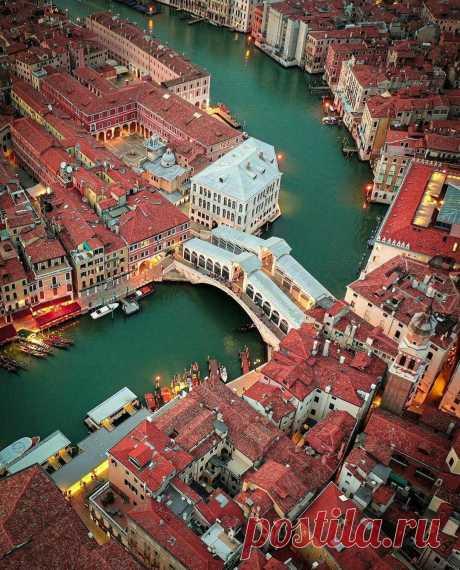 Необычный ракурс на Венецию.