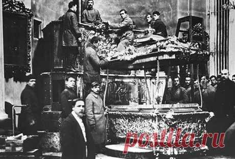 Советский Союз 70 лет боролся с религией, но создал новую. В нее верят до сих пор: Общество: Россия: Lenta.ru