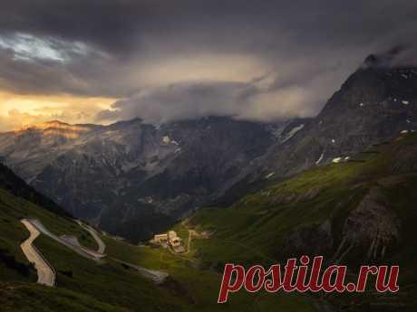 Стельвио – прекрасный горный перевал на севере Италии, находящийся на высоте 2757 над уровнем моря. Снимала Елена Лебедева: nat-geo.ru/community/user/123615