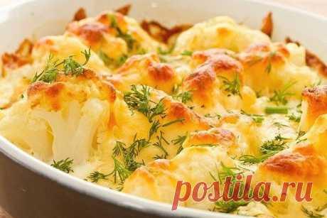Цветная капуста запеченная с сыром Простое в исполнении и невероятно вкусное блюдо! Можно запросто приготовить на обед или ужин, и порадовать своих домочадцев.  Ингредиенты (на 3-4 порции):  — цветная капуста — 500 гр— тертый сыр (лучш…
