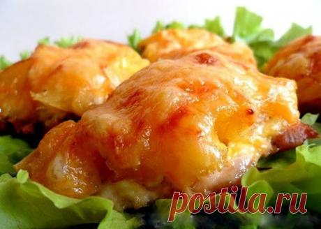 Курица, запеченная с ананасами и сыром. Вкусно, да еще и готовится быстро!