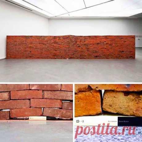 Мощная инсталляция «Влияние одной книги».