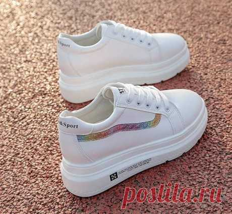 Чем и как почистить белые кроссовки от желтых пятен, черных полос на подошве в домашних условиях. Советы по быстрому отбеливанию обуви различны для изделий, изготовленных из кожи и текстиля.