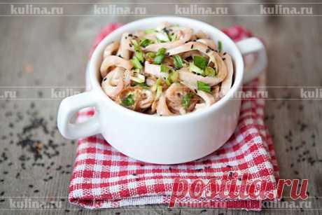 Закуска из кальмаров Потрясающая по вкусу и аромату закуска из кальмаров. Съедается гостями на одном дыхании. Для приготовления этого блюда я рекомендую брать неочищенные кальмары, белые, которые продаются в магазинах - т…