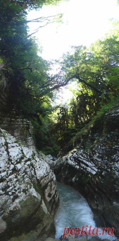 River Psakho canyon. Adler\u000d\u000a2012