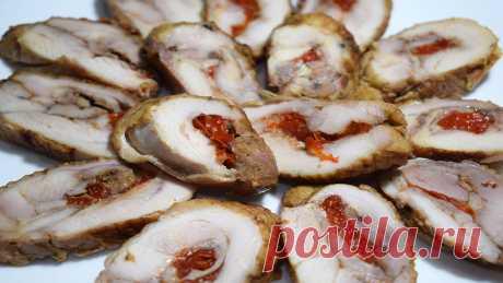 Рулетики из куриного мяса фаршированные сладким перцем, отличная альтернатива нарезки на праздничный стол. Очень вкусные, аппетитные и яркие. Приятного аппетита!