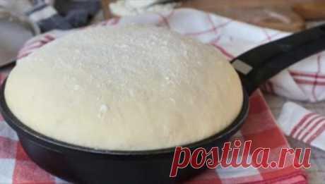 Предлагаю отличный рецепт формового хлеба, который можно быстро и легко приготовить самим в домашних условиях без духовки - на сковороде. Он получается настолько вкусным, что съедается просто мгновенно. Как по мне, то такой хлеб во много раз лучше, чем магазинный.