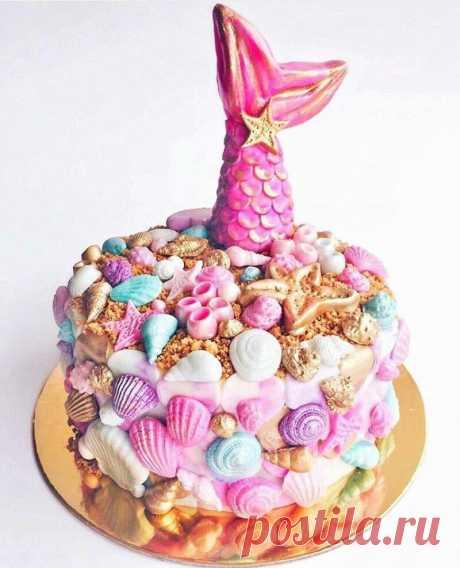 Unusual cake on a sea subject