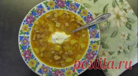 Суп «Хренодер» - ПУТЕШЕСТВУЙ ПО САЙТУ. Хренодером называется острая закуска из хрена, помидор и чеснока. По всей России эта закуска пользуется невероятной популярностью, особенно зимой. А суп с хренодером получается очень ароматным и согревающим. ИНГРЕДИЕНТЫ свинина 800 г картофель 3 шт. рис 1/3 стакана лук 1 шт. морковь 1 шт. хреновина 350 г сметана соль ПОШАГОВЫЙ …