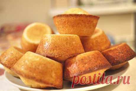 The fastest cottage cheese cupcakes to tea. Gentle and tasty! - Fav0rit77.ru Ingredients: Cottage cheese — 200 g Smetana — 2 tablespoons Egg — 2 pieces butter — 2 tablespoons Flour — 1 glass Sugar — 1 glass...