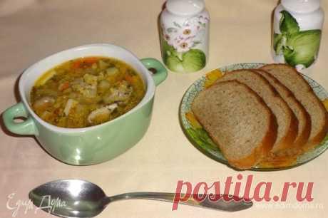 Постный суп с чечевицей и вешенками. Ингредиенты: вода, картофель, лук репчатый