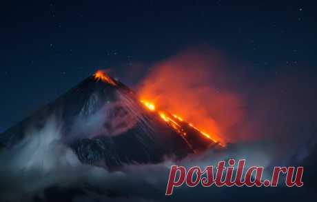 Eruption of Klyuchevskaya Sopka. Kamchatka, August, 2016. The author of a photo is Vladimir Voychuk: