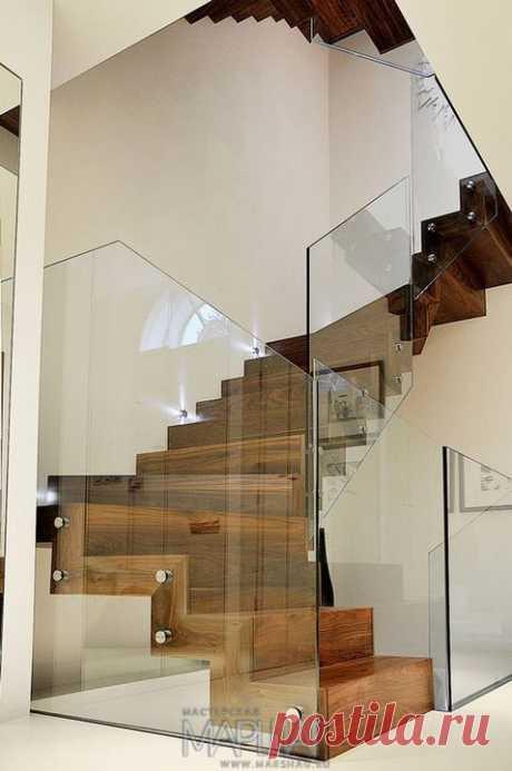 Лестницы, ограждения, перила из стекла, дерева, металла Маршаг – Лестница из дерева с ограждением стеклом