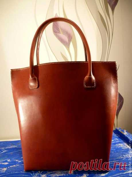 Женская кожаная сумка своими руками Сегодня шьем женскую сумку в подарок и для ассортимента. Будем использовать краст кожу, юфть толщиной 2 мм, нить вощеную 1 мм толщиной и много времени Размечаем шкуру и вырезаем кусок, из которого буд...