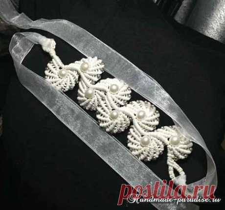 El macramé. El tejido de la pulsera por la cinta de la concha - Handmade-Paradise