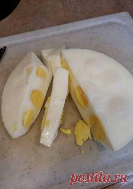 Яйца на салат не чищу: подсмотренный у подруги лайфхак экономит кучу времени