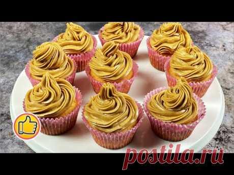 Нежные кексы прекрасно справляются с ролью сытного завтрака и изысканного послеобеденного десерта. А декорированные кремом, они вполне могут составить конкуренцию любому праздничному торту. Готовьте, всем заранее приятного аппетита и сладкого ароматного чаепития!