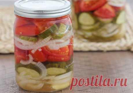 Салат из огурцов и помидоров на зиму с луком, пальчики оближешь