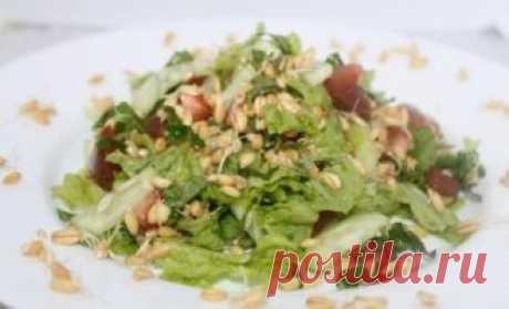 Простой и вкусный салат из зеленой редьки, рецепт которого мы предлагаем, не только окажет благотворное воздействие на работу всего желудочно-кишечного тракта, но и обогатит организм огромным количеством витаминов и других питательных веществ, необходимых для здоровья, молодости и отличного самочувствия!