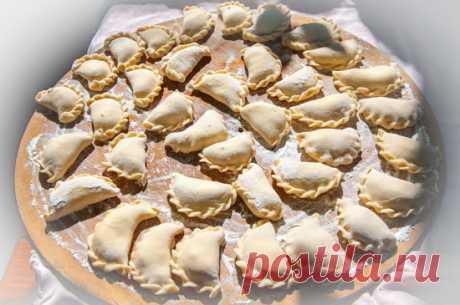 Пельмени: рецепты народов мира      Пельмени являются настолько распространенным блюдом, что установить родину этого блюда очень сложно. Само слово «пельмень» в русском языке означает не более чем одну из разновидностей этого чудес…